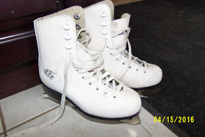 CCM 30 Girls Figure Skates