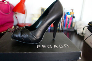 Pegabo soft leather pumps from the Bay, like new size 38 / 8 London Ontario image 1