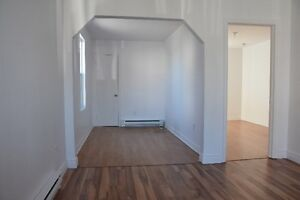 Grand appartement qui offre beaucoup