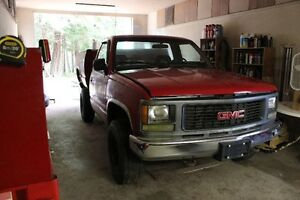 PARTING OUT 1994 RED GMC 1/2 T. SHORTBOX 4X4