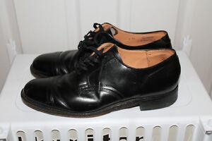 Souliers de cuir noir, modèle classique