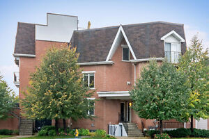 Stunning Executive Downtown Townhome Liberty Village King/Queen