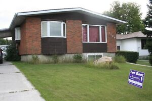5 bed. Brentwood Bungalow, great location near schools & LRT