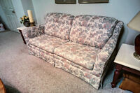 Pull Out Couch / Sofa