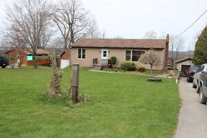 2+2 Bedroom 15 min from Peterborough, with 15' on Rice Lake