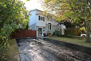 Gorgeous Well Maintained Semi In Bradford On Oversized CornerLot