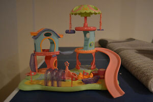 LITTLEST PET SHOP PLAY GROUND AND HORSE HOUSE(NOT LITTLEST PET)