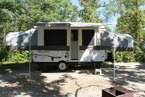 2012 used twice Rock-wood tent trailer