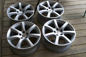 G35 Coupe 7 spoke 18inch wheels.