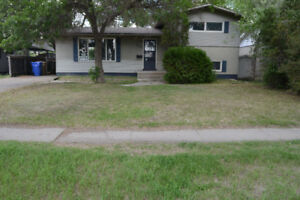 4 bedroom 2 bath complete house for rent, Walk to U of R , SIAST