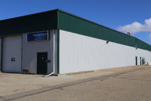 2800sqft Lacombe Warehouse with 1800sqft fenced compound