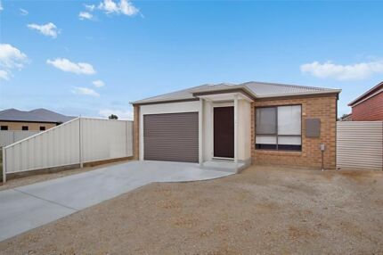 2 Bedrooms and private bathroom for rent in Epsom Epsom Bendigo City Preview