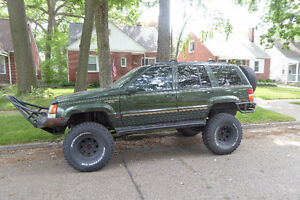 """1995 Jeep Grand Cherokee stroker, lifted on 35"""" tires, ford 8.8"""