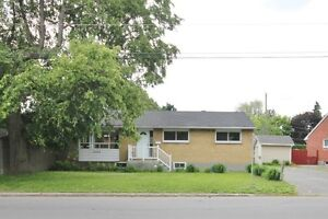 Beautiful Updated Lower unit- Near Algonquin. Student welcome!