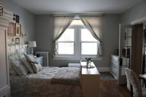 Spacious and Bright 2 Bedroom Apt - Close walk to Queen's