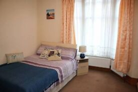READY TO MOVE IN DOUBLE ROOM ? ZONE 2 - DEPTFORD -AVAILABLE FROM NOW -CALL ME
