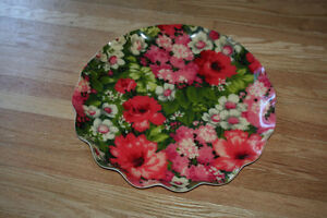 Lrg Pretty Vintage Serving Tray with Floral Design Scalloped Rim Kitchener / Waterloo Kitchener Area image 2