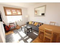 2 bedroom flat in Triangle Place, Clapham SW4
