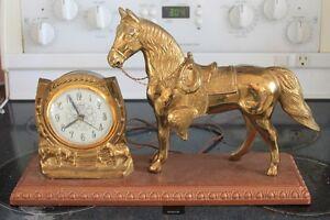 Horloge antique style western.