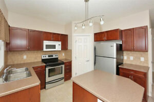 Wild Rose - Well Kept 2 Bed Townhouse w/ Double Garage!