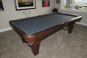 Legacy Pool Table 4 1/2 Ft x 8 Ft - as good as new