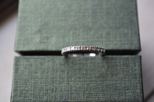SELLING 18KT WHITE GOLD DIAMOND RING 13 DIAMONDS