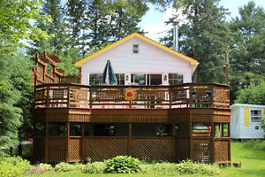 SPRING BREAK week/w/e at CHARMING lakefront chalet in Val David
