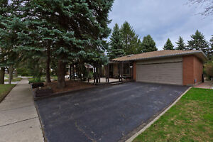 Spacious 4 Bedroom Home In South Clarkson! Remodelled Throughout