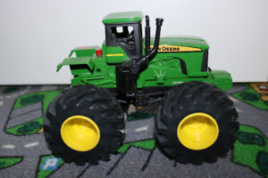 **[As New]John Deere Monster Treads Shake and Sounds Tractor****