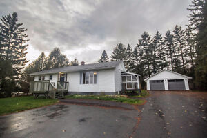 **PRICE REDUCTION!** CONVENIENTLY LOCATED 3 BEDROOM HOME!
