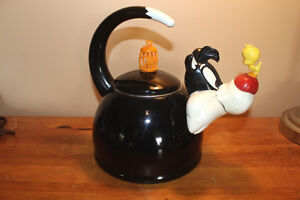 Vintage Warner Bros. Sylvester & Tweety Kettle London Ontario image 1