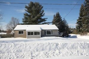 3 bedroom home in great Petawawa location