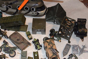 LOT MILITARY VEHICLES - SMALL SOLDIERS - LOTS OF ACCESSORIES Kitchener / Waterloo Kitchener Area image 6