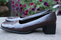Ladies Brown Leather Shoes Size 8.5 with new style chunky heel!