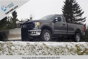 "Ford Super Duty F-350 SRW 4WD Reg Cab 142"" 4x4 2017"