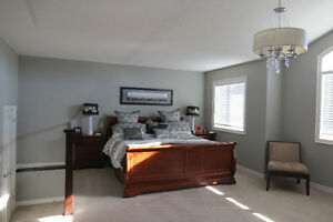 LIKE NEW!! Available for a quick possession. London Ontario image 4
