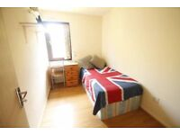 Amazing room in clean and friendly flatshare available NOW!!!