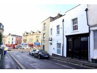 6 bedroom flat in Grove Road, Redland, Bristol, BS6