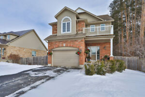 Home on Private Lot, Walking Distance to Amenities in Angus!