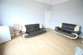 3 bedroom flat in Murray Avenue, HOUNSLOW, TW3(Ref: 1400)