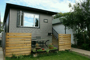 2 bdrm with backyard close to Candy Cane park and downtown.