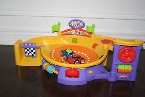 Fisher Price Lil' Zoomers Set  Mint Condition