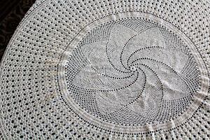 Round tablecloth/nappe ronde