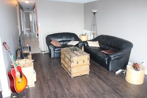 FREE MARCH RENT - PET FRIENDLY 3 BR UNIT - CLOSE TO ANDERSON LRT