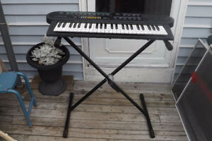 Concertmate 690 Electric Keyboard With Stand $40.00
