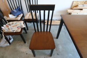 perfect condition wooden table 35 X 47 4 chairs with chair pads