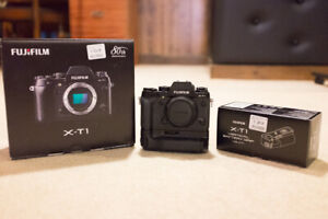 Fujifilm XT1 body & vertical battery grip, 2 batteries & charger