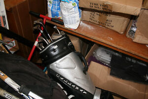 RIGHT HAND GOLF CLUBS AND BAG-$25.00-GOOD CONDITION