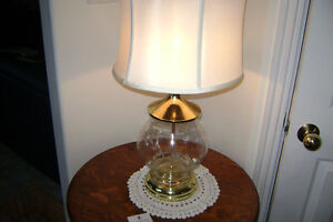 great cornflower hughes style pattern table lamp great condition