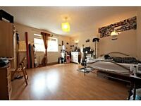 Extremely spacious 3 bedroom flat in West Norwood